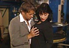 Lustvoller Pornostar genießt german solo dirty talk zwei Schwänze