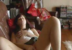 Hübsche Schlampe streichelt red tube german ihre Muschi und Cums