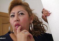 Der Ehemann sitzt in der Küche und sieht zu, wie seine Frau einem Freund german bizarr porn einen Schwanz lutscht