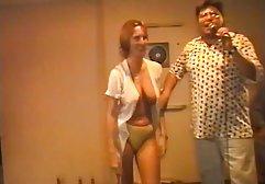 Wunderschönes und sexy Mädchen mit hübschen Brüsten pornp deutsch begann mit großer Freude leidenschaftlich den großen und dicken Penis eines Mannes zu lutschen