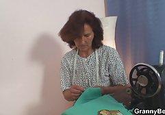 Süße pralle Muschi geleckt und free sex german auf der Couch gefickt