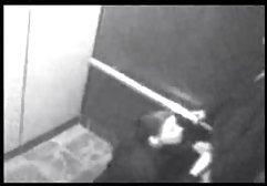 Schwarzhäutige Frau mit großer köstlicher Milch arrangiert ein geheimes Date mit einem jungen Kerl in einem geräumigen Ankleidezimmer, in dem dieser Pfeffer zwischen german amateur sex ihren Beinen leckte und den Teufel genoss