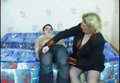 Mädchen spielt Dildo auf dem Sessel german free porn
